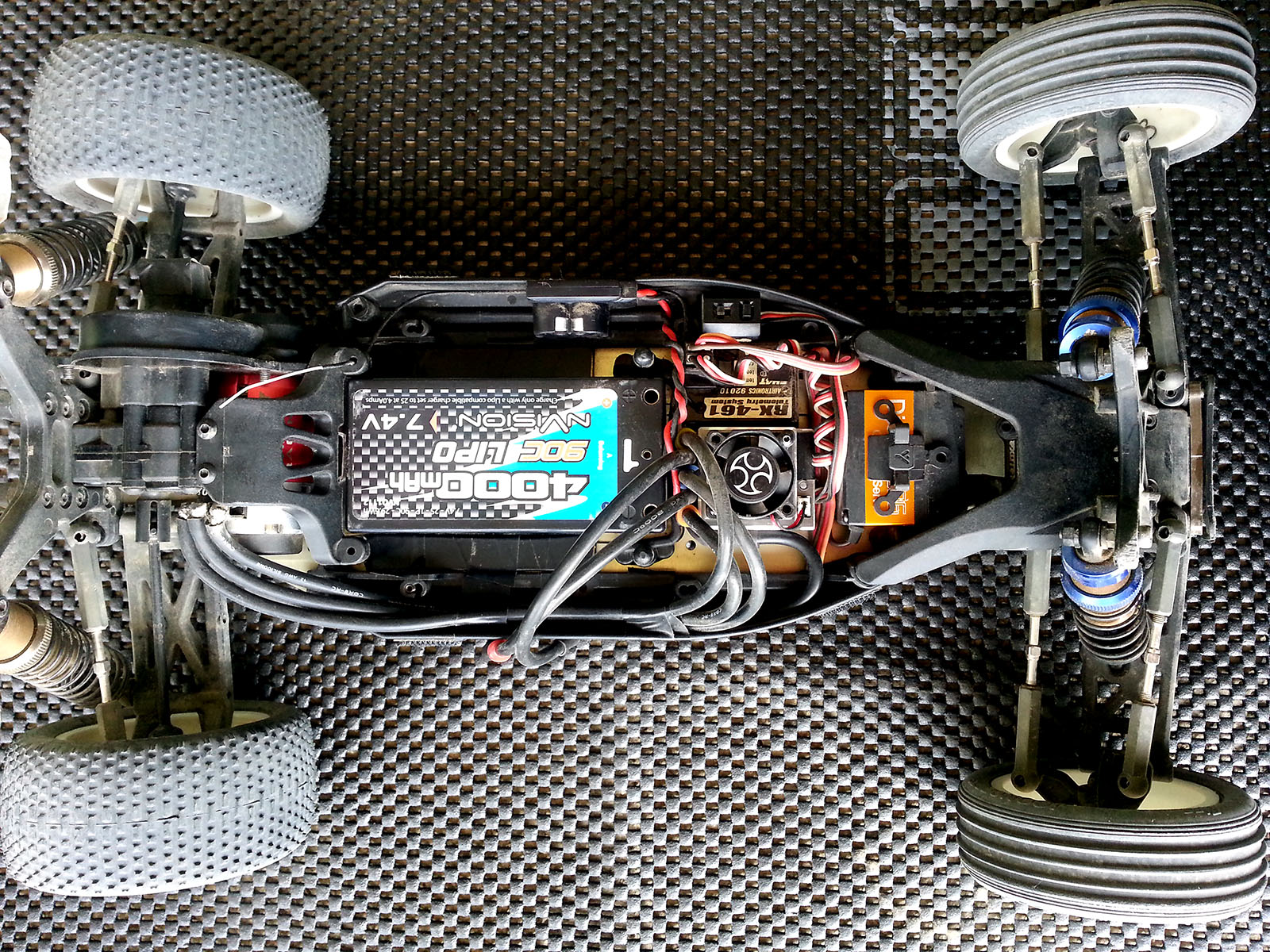 Kyosho rb6 mid motor remy bertrand dirt base setup for Bertrand remy